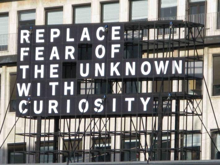 Sustituye el miedo por curiosidad.